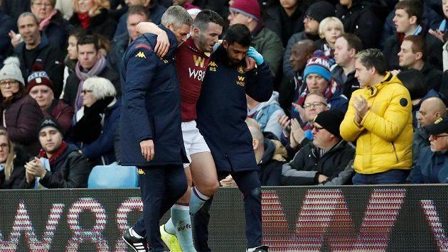 Záložník Aston Villy John McGinn si v sobotním utkání proti Southamptonu zlomil kotník.