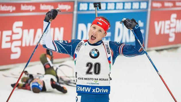 Biatlonista Ondřej Moravec si po deseti letech vyzkouší ve štafetě první úsek.