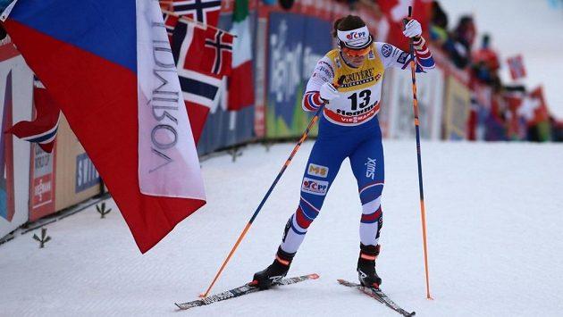 Petra Nováková v posledních metrech stoupání sjezdovkou Alpe Cermis, kde tradičně končí Tour de Ski.