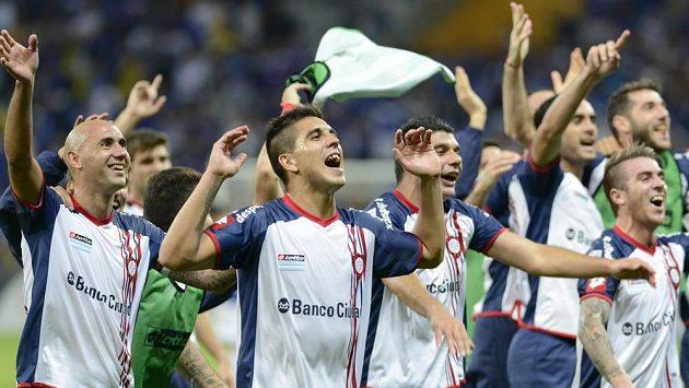 Fotbalisté San Lorenza se radují z postupu do semifinále Copa Libertadores, kterého dosáhli v Belo Horizonte nad tamním Cruzeirem.