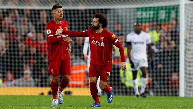 Liverpoolský kanonýr Mohamed Salah slaví trefu v utkání Premier League.