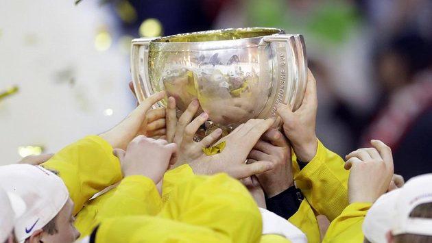 Ruce švédských hokejistů na poháru mistrů světa.