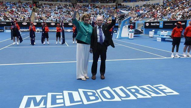 Margaret Courtová a Rod Laver při Australian Open v roce 2015.