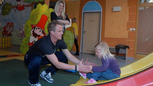 David Limberský s partnerkou Kateřinou a dcerkou Natálkou. Rodiny si během svátečních dnů užívá fotbalový reprezentant po náročném podzimu naplno.