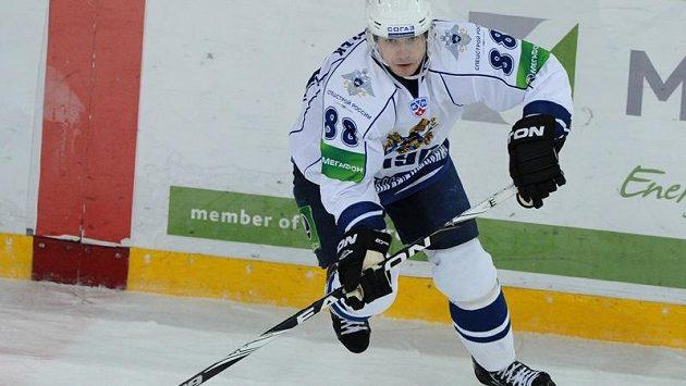 Český útočník Jakub Petružálek ve službách Chabarovsku v utkání KHL proti moskevskému Dynamu