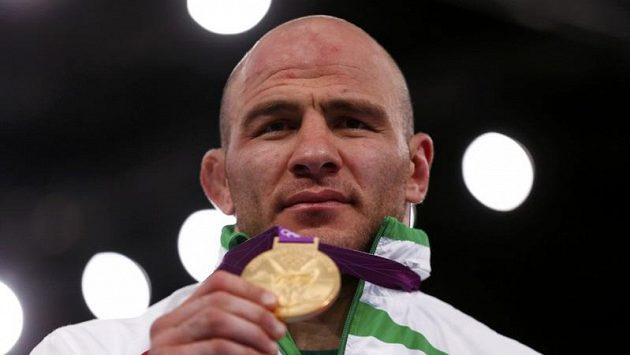 Uzbekistánský zápasník Artur Tajmazov vyhrál potřetí olympijské zlato.