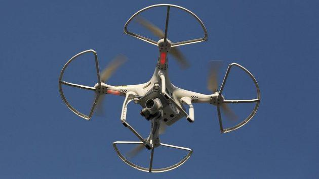 Létající dron. Ilustrační foto.