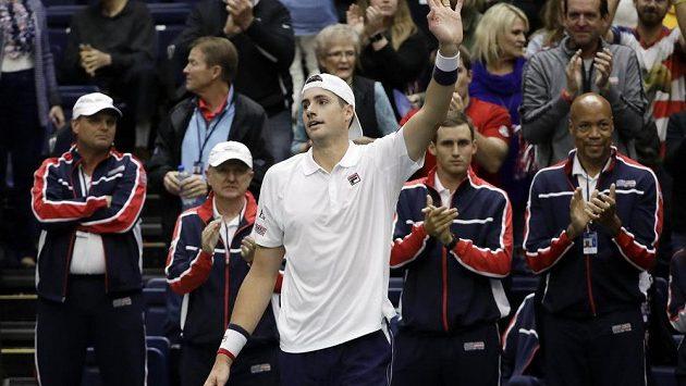 Americký tenista John Isner dosáhl na 10 tisíc es.