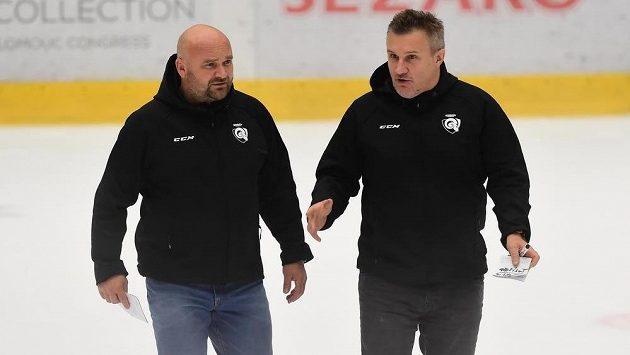 Hokejisty extraligového Zlína povede jako hlavní trenér Luboš Jenáček (vlevo), asistentem zůstává Martin Hamrlík .