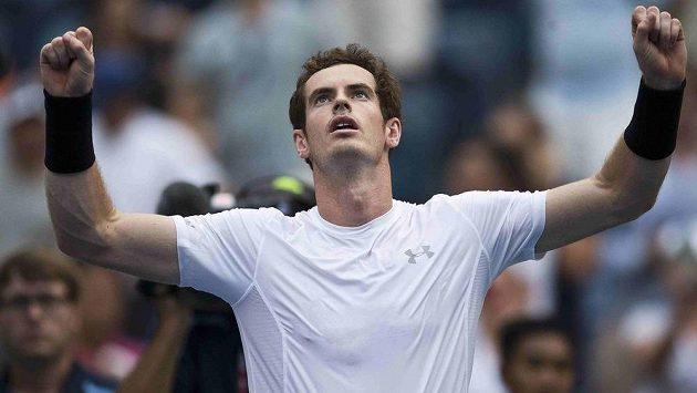 Brit Andy Murray se raduje z postupu nad Adrianem Mannarinem na US Open.