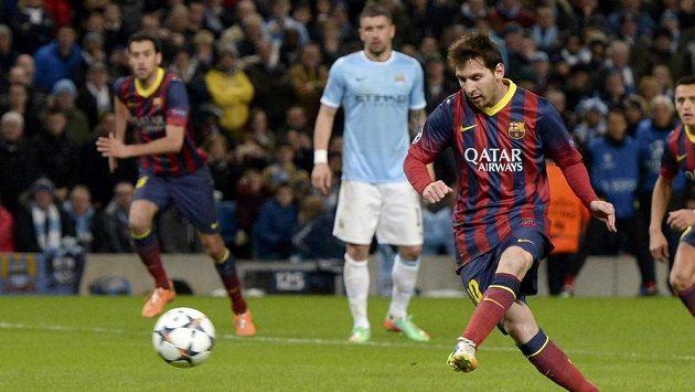 Lionel Messi byl faulován, proměnil penaltu a zařídil výhru Barcelony.