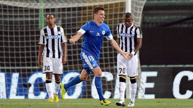 Liberecký obránce Ondřej Kušnír se raduje ze vstřelení branky do sítě Udine v úvodním utkání play off Evropské ligy.