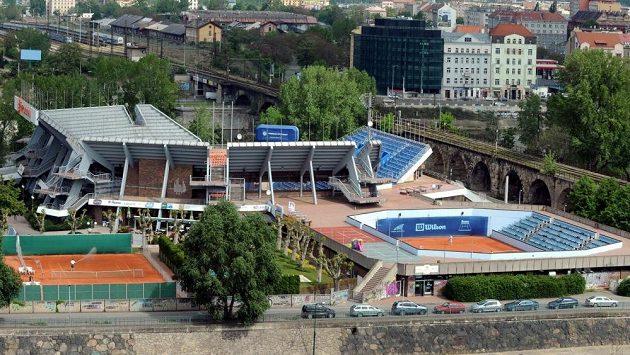 V tenisovém areálu na Štvanici zbyly na slavné daviscupové momenty už jen vzpomínky.