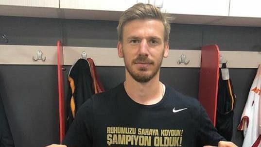 V květnu 2018 oslavoval Serdar Aziz v Galatasarayi titul, teď moc důvodů k radosti nemá.