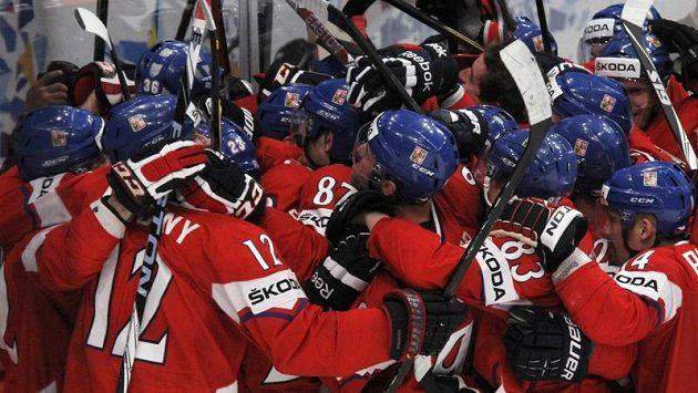 Čeští hokejisté oslavují postup do semifinále přes Švédy!