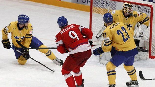 Rozhodující okamžik čtvrtfinálové bitvy se Švédskem. Milan Michálek právě počtvrté překonal gólmana Viktora Fastha.