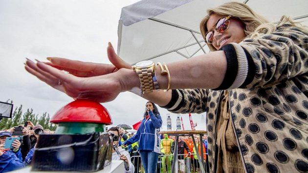 Závod letos odstartovala známá nizozemská moderátorka a modelka Sylvie Meis.