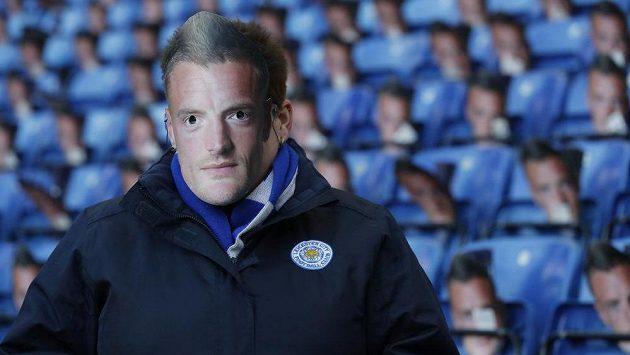 Masky Jamieho Vardyho byly k dispozici fanouškům na zápase Leicesteru.