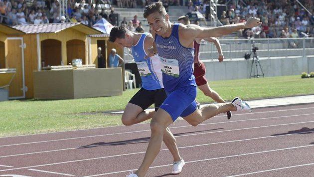Jan Jirka si před Tomášem Němejcem běží pro zlato a český rekord.