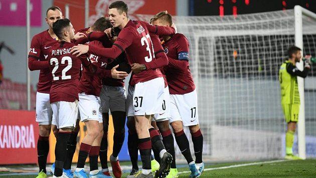 Fotbalisté Sparty se radují z gólu proti Mladé Boleslavi.