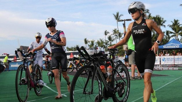 Michaela Herlbauerová (vpravo) na havajském Ironmanovi v roce 2016.