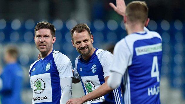 Autor gólu Tomáš Přikryl (vlevo) a Marek Matějovský z Mladé Boleslavi.