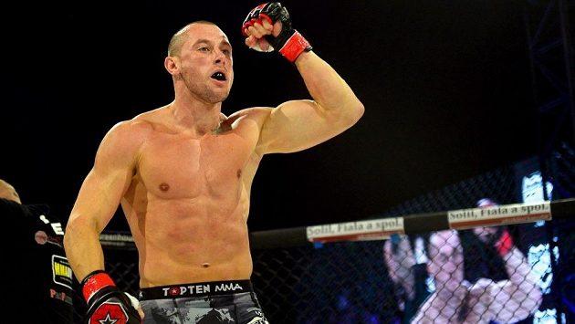 Bývalý fotbalový reprezentant Miroslav Slepička poznal také zápas v kleci, v minulém roce zažil premiéru v MMA. Nyní opět přemýšlí o návratu mezi fotbalisty.