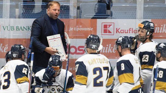 Trenér Robert Döme na střídačce hokejistů Slovanu Bratislava.