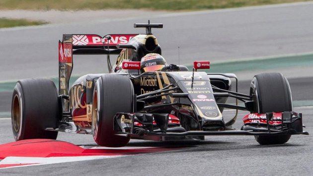 Pastor Maldonado s vozem Lotus při testech v Barceloně.