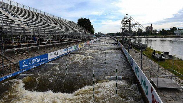 Trojský vodní kanál s tribunou. Ilustrační foto.