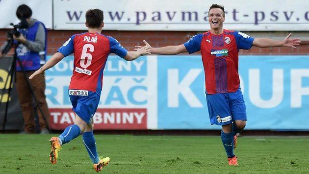 Plzeňský útočník Stanislav Tecl oslavuje druhý gól během utkání 11. kola Synot ligy v Mladé Boleslavi.