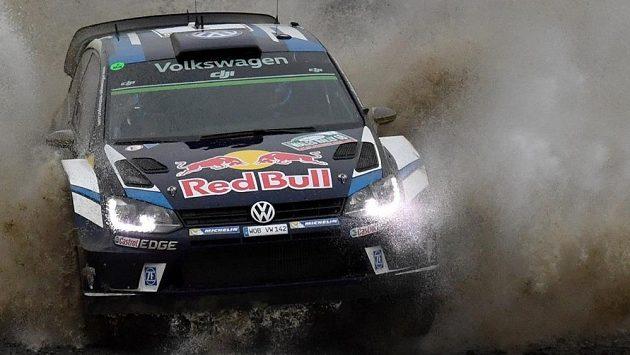 Mistr světa Sébastien Ogier na trati Britské rallye.