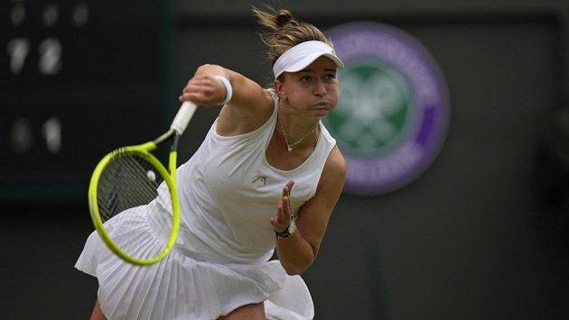 Barbora Krejčíková na archivním snímku z osmifinále Wimbledonu, kde vypadla s Australankou Ashleigh Bartyovou.