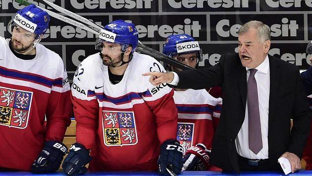Trenér Vladimír Vůjtek na české střídačce během utkání se Švýcary.