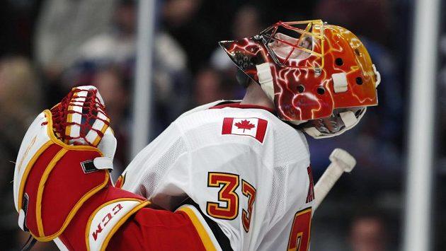 Český hokejový brankář David Rittich po úspěšné premiéře v této sezóně NHL. V dresu Calgary vychytal vítězství 3:2 na ledě Colorada.