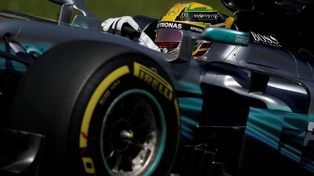 Mistr světa Lewis Hamilton při tréninku na Velkou cenu Brazílie v Sao Paulu.