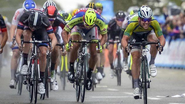 Peter Sagan (uprostřed) bojuje o etapové prvenství v závodě Kolem Kalifornie.