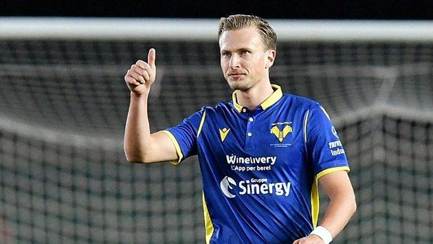 Antonín Barák z Verony slaví gól proti Juventusu.