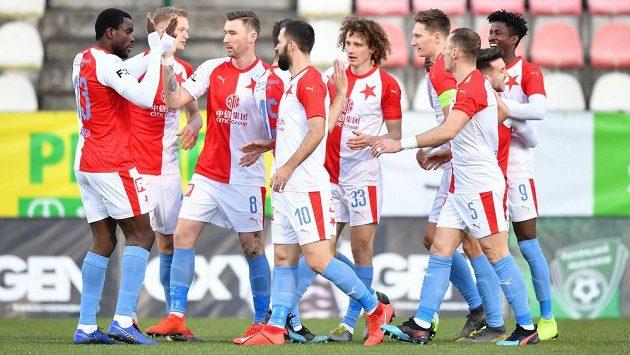 Fotbalisté Slavie se dostali do vedení v ligovém utkání v Příbrami velmi brzy po trefě Olayinky.