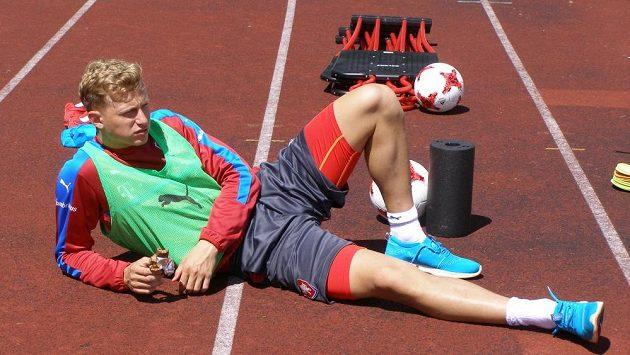 Antonín Barák během soustředění české fotbalové reprezentace do 21 let v Kaprunu, kdy se léčil po zranění zadního stehenního svalu.