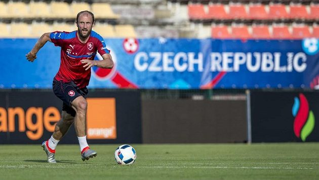 Obránce Roman Hubník na tréninku české fotbalové reprezentace v Tours.
