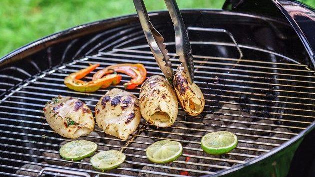 Zpestření prázdninového jídelníčku běžce – grilované kalamáry.