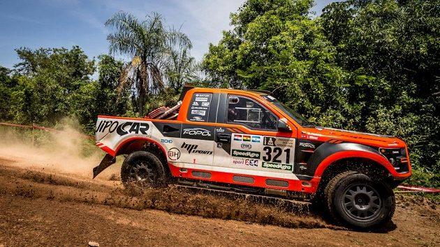 Martin Prokop s vozem Ford na trati druhé etapy Rallye Dakar.