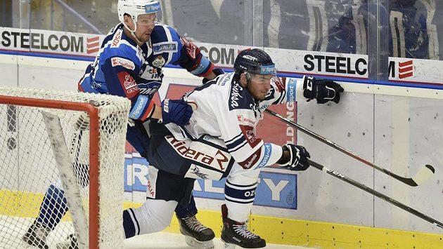 Zleva Ondřej Němec z Brna a Dominik Lakatoš z Vítkovic.