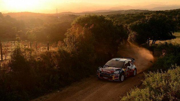 Finský jezdec Mikko Hirvonen na Citroënu míří za triumfem v Italské rallye