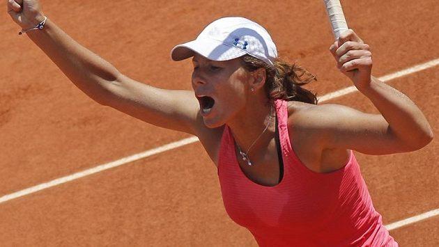 Varvara Lepchenková se na Roland Garros takhle radovala z vítězství nad Franceskou Schiavoneovou.