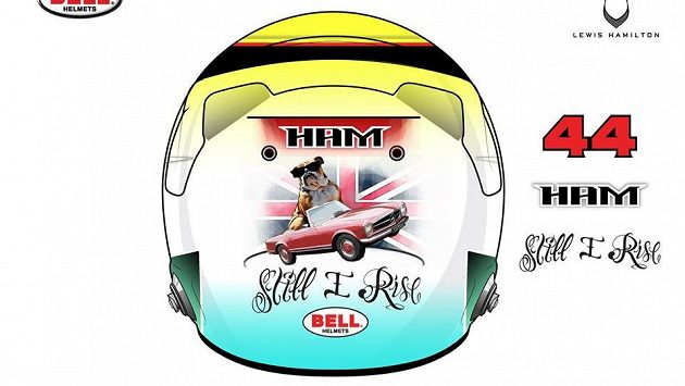 Buldok. Pes, kterého Lewis Hamilton miluje, je častým motivem na přilbách od fanoušků.