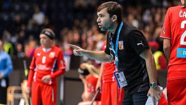 Kouč Miroslav Janovský během semifinále s Finskem.