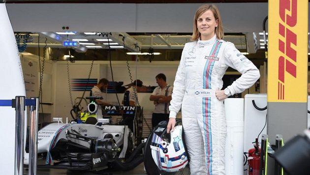 Susie Wolffová v kombinéze Williamsu na okruhu v Singapuru.