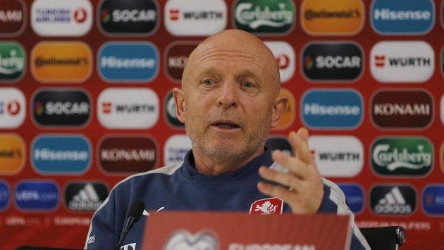 Karel Jarolím na tiskové konferenci.